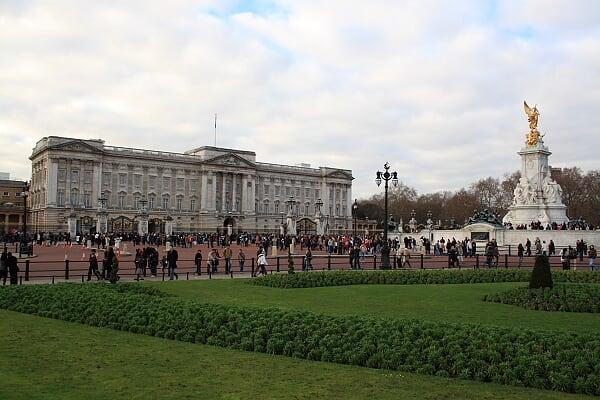 白金汉宫和维多利亚纪念碑