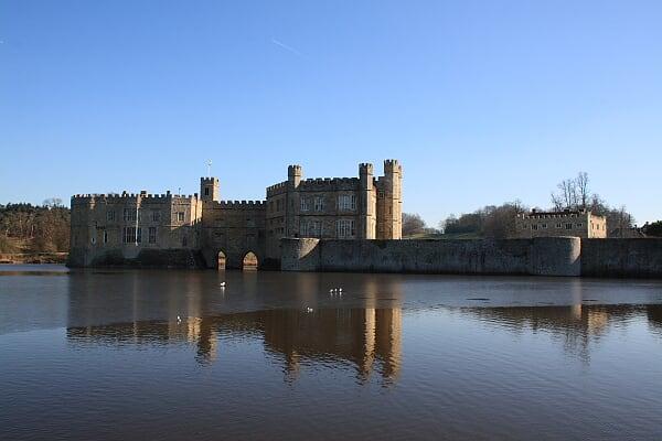外景-城堡被湖水包围,成为天然的屏障